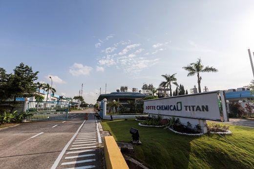 Malaysia's Lotte Titan to shut cracker, PO units
