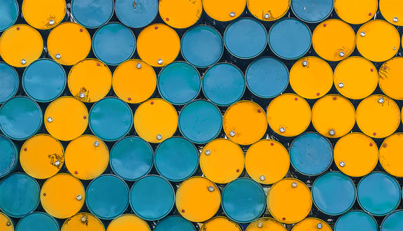 Oil prices drop almost 1% on concerns US recession may be looming