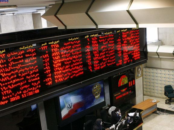 خروج نقدینگی از سهام های شاخص ساز و دلاری