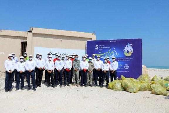 ساحل سفید روستای هاله را از زباله های زیست محیطی پاک کردند